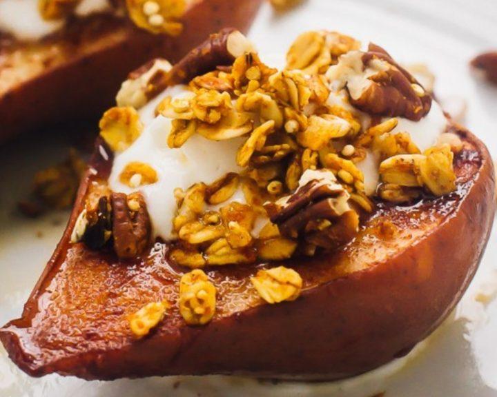 Ψητά αχλάδια με granola