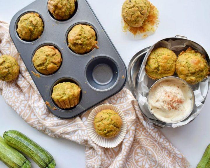 Muffins με κολοκυθάκια και πιπεριά