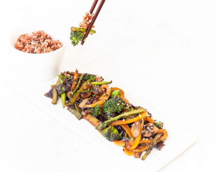 Κινέζικο με κόκκινο ρύζι ή noodles